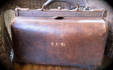 Gladstone_bag_made_of_ox_leather