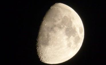 moon-826648_960_720
