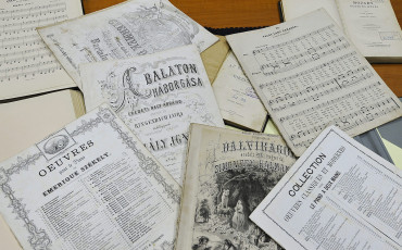 Kottafüzetek a debreceni Kodály Zoltán Zeneművészeti Szakközépiskola és Zeneiskola könyvtárában 2015. december 8-án. MTI Fotó: Czeglédi Zsolt