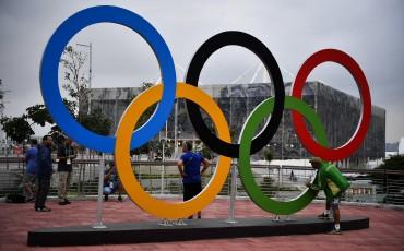 Rio de Janeiro, 2016. augusztus 3. Az olimpiai öt karika a Rio de Janeiró-i Olimpiai Parkban 2016. augusztus 2-án, három nappal a riói nyári olimpia kezdete elõtt. MTI Fotó: Czeglédi Zsolt