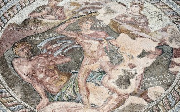 21800240-Roman-mosaic-of-Theseus-and-the-Minotaur-at-the-Villa-of-Theseus--Stock-Photo