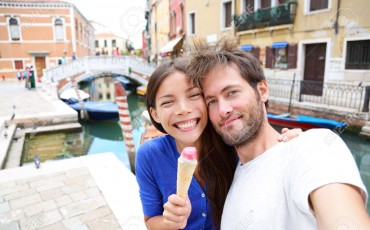 26147598-Couple-in-Venice-eating-Ice-cream-taking-selfie-self-portrait-photo-on-vacation-travel-in-Italy-Smil-Stock-Photo