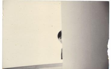 masao-yamamoto-nakazora-1419-fotografia-gelatina-e-prata-e-tecnica-mista-1200x807