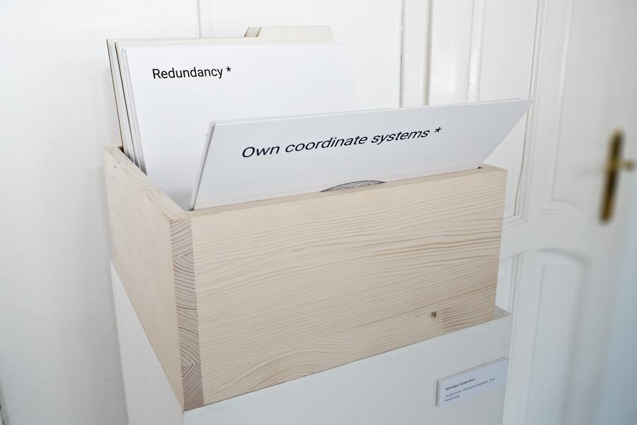 Szabadesés kiállításenteriőr