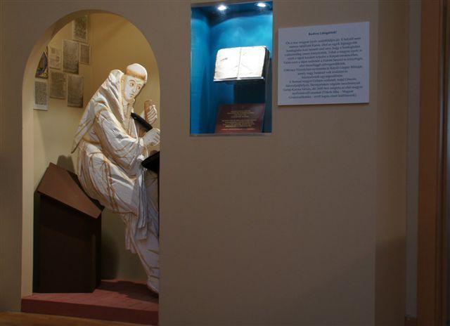 """""""Az első installáció szerzeteseket ábrázol"""""""