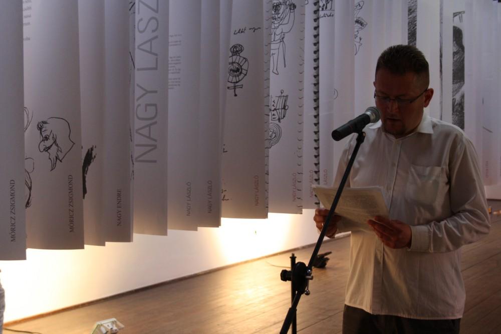 Térey János felolvasása a Névelő növények - Rajzoló szépírók című tárlat megnyitóján (Medgyessy Ferenc Emlékmúzeum Kortárs Művészeti Galériája)