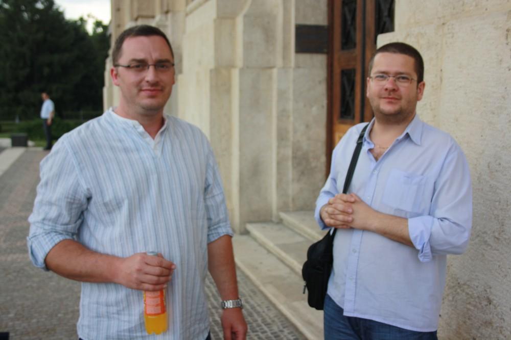 Papp-Für János és Szentmártoni János - leendő írószemináriumi tanárok a Debreceni Egyetem előtt