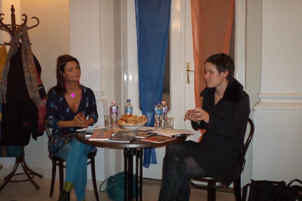 Tóth Krisztina (balra) Debrecenbe látogatott