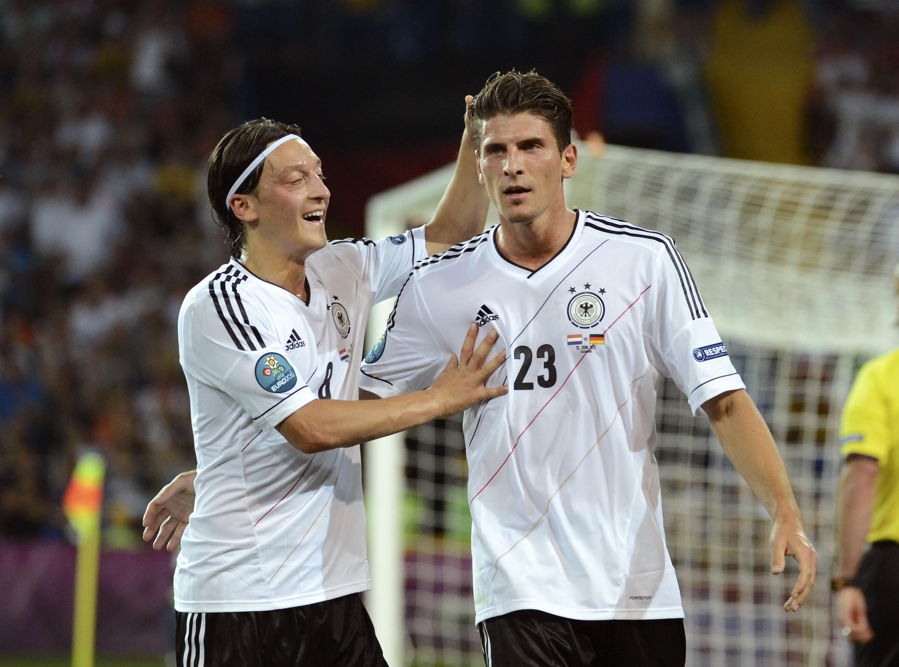 Özil és Gomez