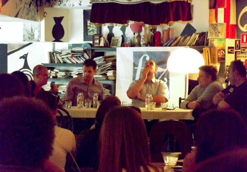 Sorozatok, a jövő irodalma?- Beszélgetés a Szatyor Bár és Galériában